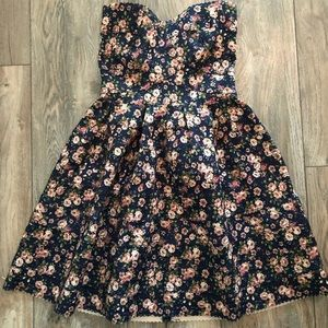 Floral strapless dress 🌸💙